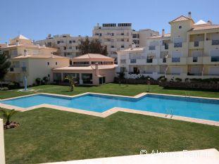 Albufeira 2 Bedroom Apartment - Praia da Oura Area- Walk to Beach - Picture 3