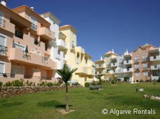Albufeira 2 Bedroom Apartment - Praia da Oura Area- Walk to Beach - Picture 2